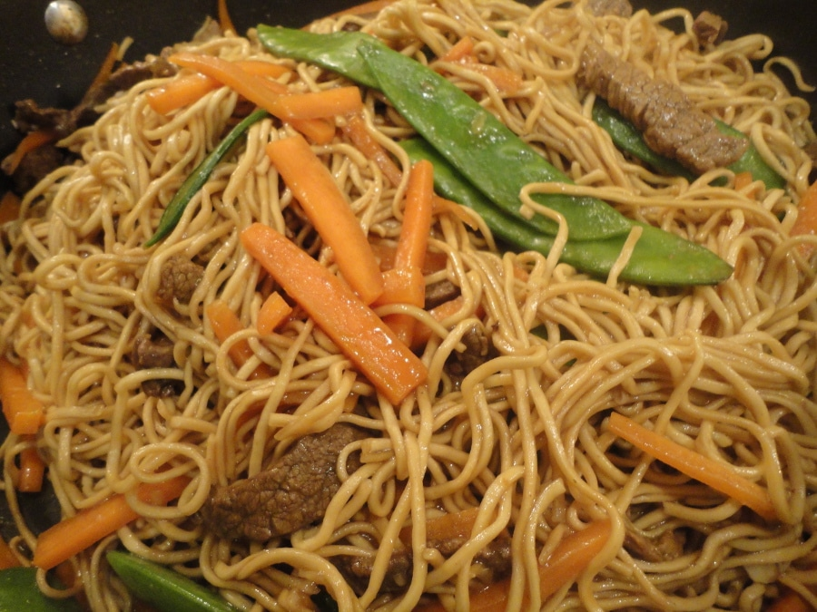beef-chow-mein-cooking