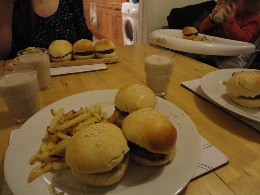 burger-at-table