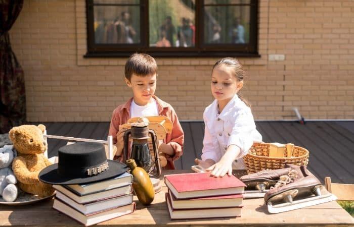 children selling stuff