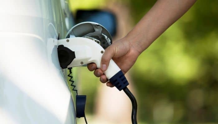 financial benefits of electric cars